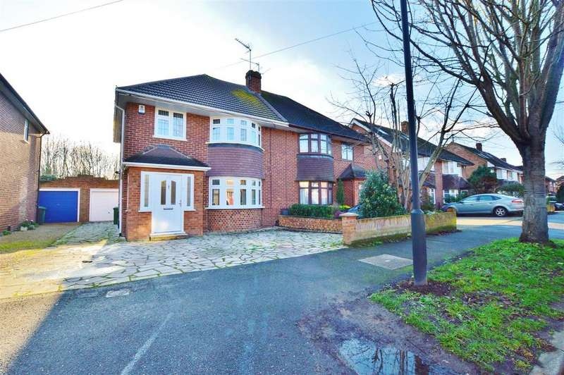 3 Bedrooms Semi Detached House for sale in Mulberry Drive, Slough