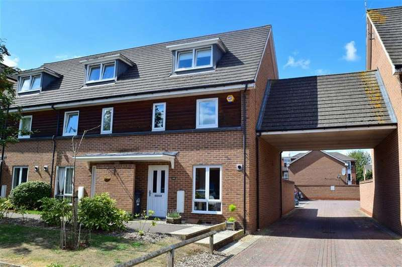 3 Bedrooms Town House for sale in Meadow Way, Caversham, Reading