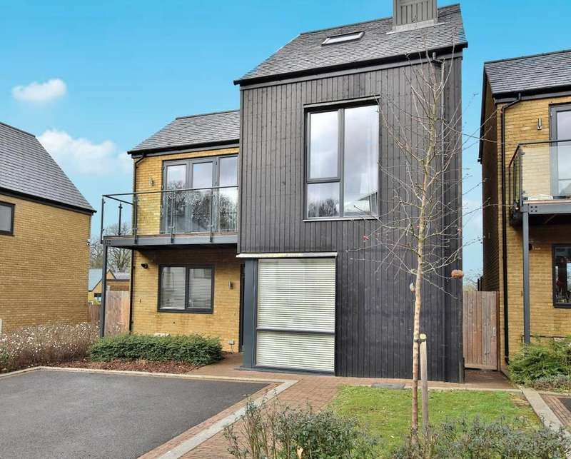 4 Bedrooms Detached House for sale in Sparrowhawk Way, Newhall