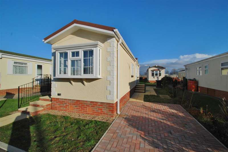 1 Bedroom Bungalow for sale in South Avenue, Whitehaven Park, Sea Lane, Ingoldmells