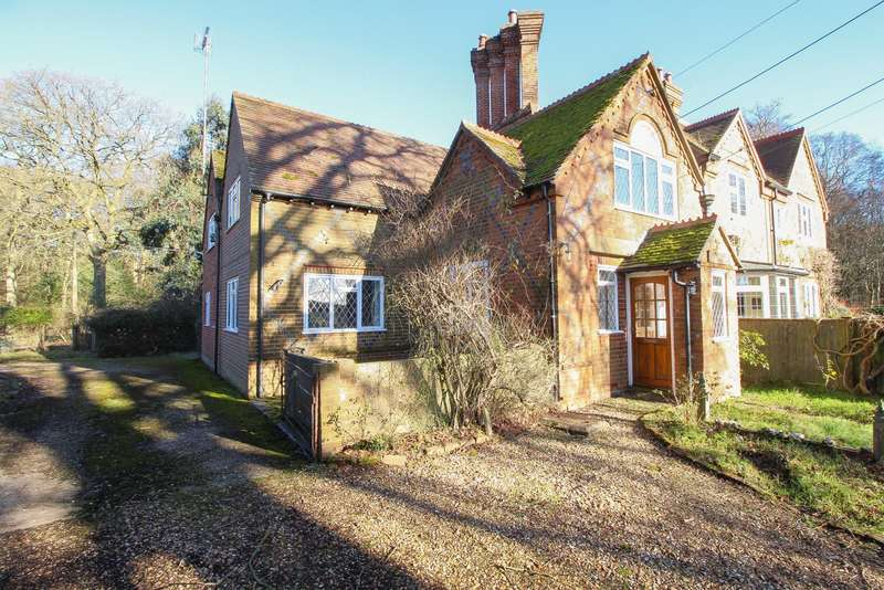 4 Bedrooms Semi Detached House for sale in Hook End, Checkendon, RG8