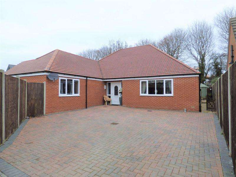 4 Bedrooms Detached Bungalow for sale in Naas Lane, Gloucester