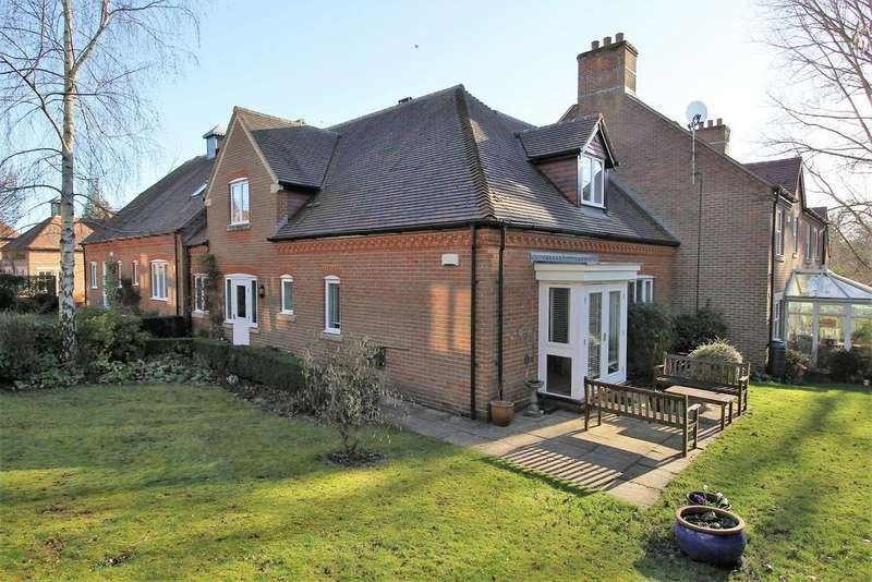 3 Bedrooms House for sale in Cromwell Gardens, ALTON, Hampshire