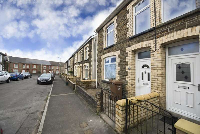 3 Bedrooms End Of Terrace House for sale in Woodland Place, Gilfach , Bargoed, Mid Glamorgan, CF81
