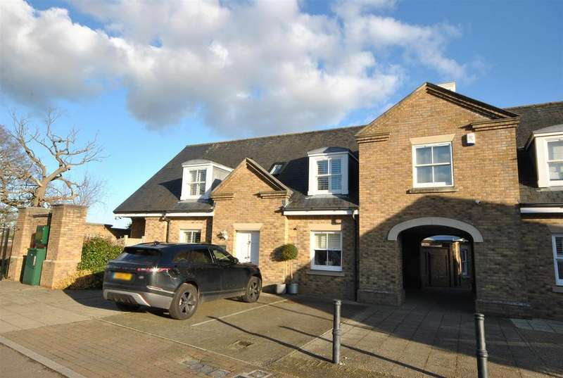 4 Bedrooms Semi Detached House for sale in Orchid Close, Goffs Oak