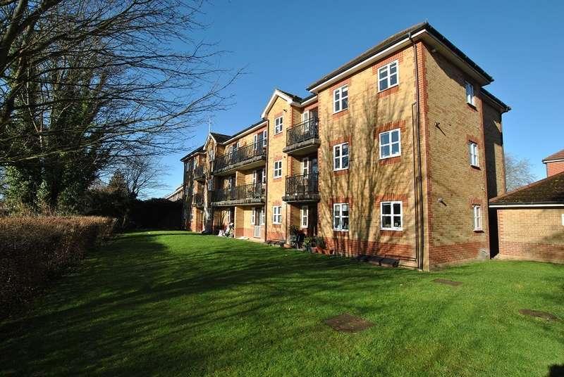 2 Bedrooms Apartment Flat for sale in Shiplake Lodge, Elliots Way, Caversham, Reading