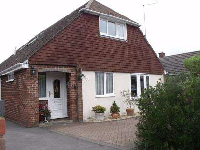 4 Bedrooms Bungalow for sale in Hythe, Southampton, Hampshire