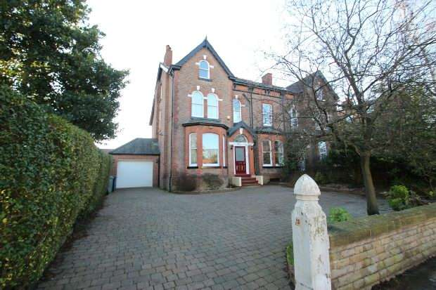 6 Bedrooms Semi Detached House for sale in Queens Road, Sale