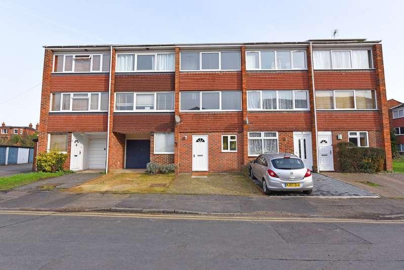 2 Bedrooms Terraced House for sale in Ellison Way, Wokingham RG40