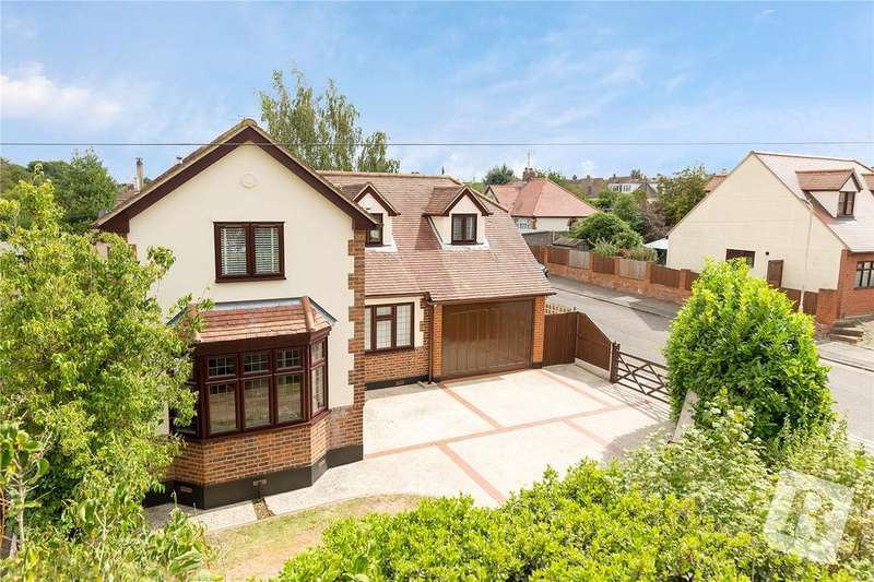 4 Bedrooms Detached House for sale in Moulsham Chase, Chelmsford, Essex, CM2