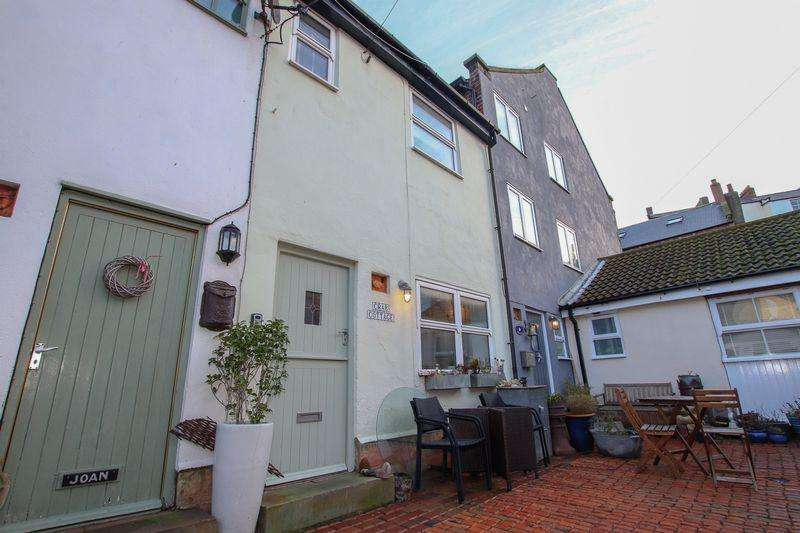 2 Bedrooms Cottage House for sale in Chapel Yard, Staithes, North Yorkshire
