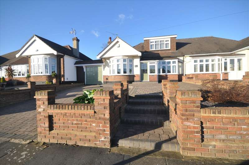 4 Bedrooms Bungalow for sale in Ravenscourt Drive, Hornchurch