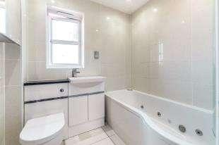 4 Bedrooms Detached House for sale in Beaver Road, Allington, Maidstone, Kent