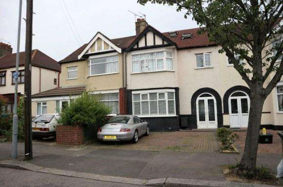 4 Bedrooms Property for sale in Otley Drive, Gants Hill, Ilford