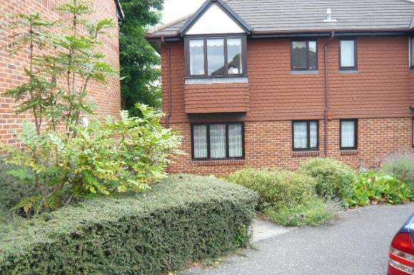 2 Bedrooms Flat for sale in Haig Gardens, Gravesend