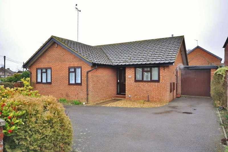 3 Bedrooms Detached Bungalow for sale in Hillside Road, Reading, RG6 7LP