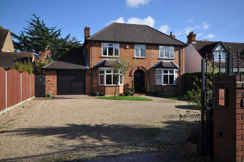 5 Bedrooms Detached House for sale in Butts Hill Road, Woodley, Reading, RG5 4NJ