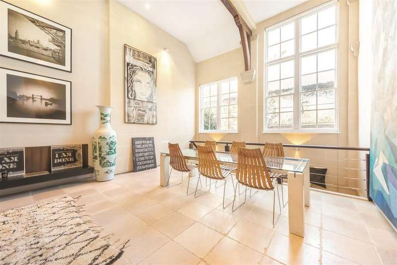 2 Bedrooms Terraced House for sale in Burns Road, SW11