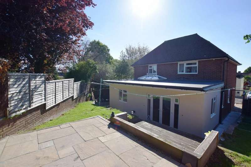 3 Bedrooms Detached House for sale in Connaught Road, Aldershot