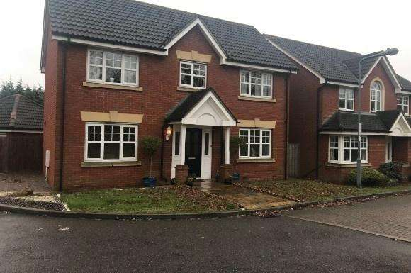 4 Bedrooms Property for rent in Hoveron Way, Oakwood Gate, Chigwell