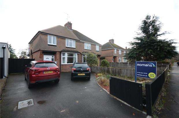 3 Bedrooms Semi Detached House for sale in Beechwood Avenue, Woodley, Reading