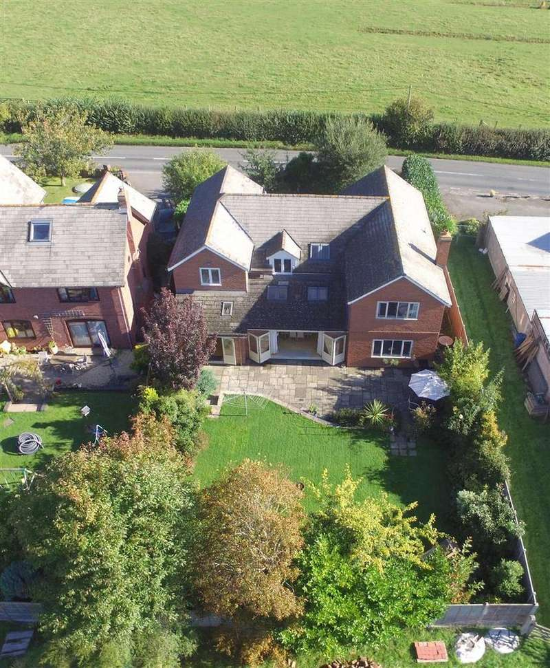 5 Bedrooms Detached House for sale in Norton Canon, Hereford