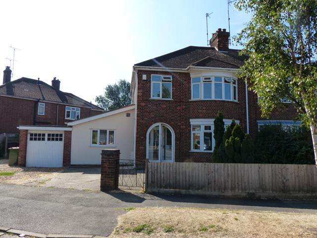 3 Bedrooms Semi Detached House for sale in Queens Road, Peterborough PE2