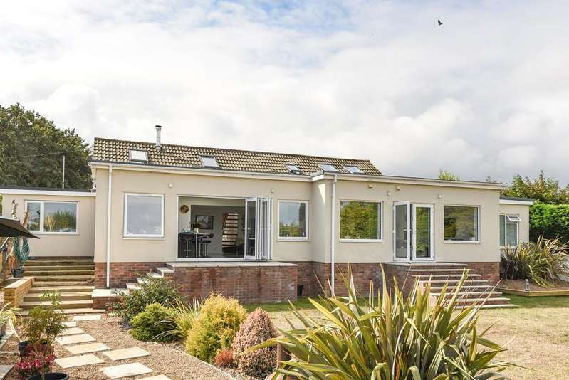 6 Bedrooms Detached House for sale in Meadow Way, Sheringham