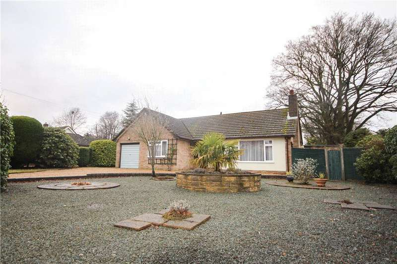 2 Bedrooms Detached Bungalow for sale in Albany Road, Fleet, GU51