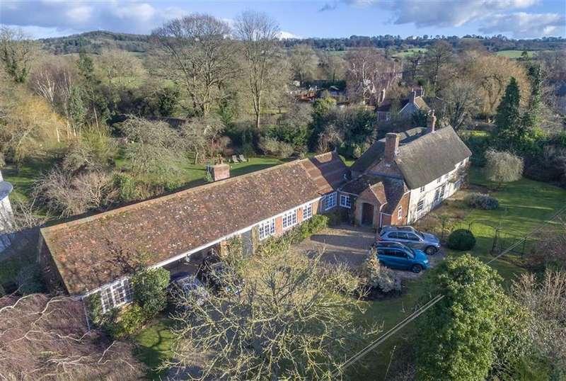 5 Bedrooms Detached House for sale in Motcombe, Shaftesbury, Dorset, SP7