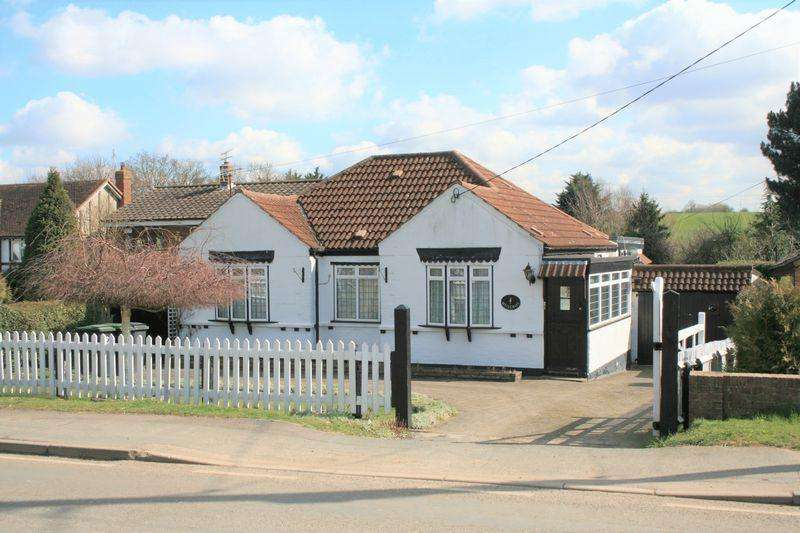 3 Bedrooms Detached Bungalow for sale in Tysea Hill, Stapleford Abbotts