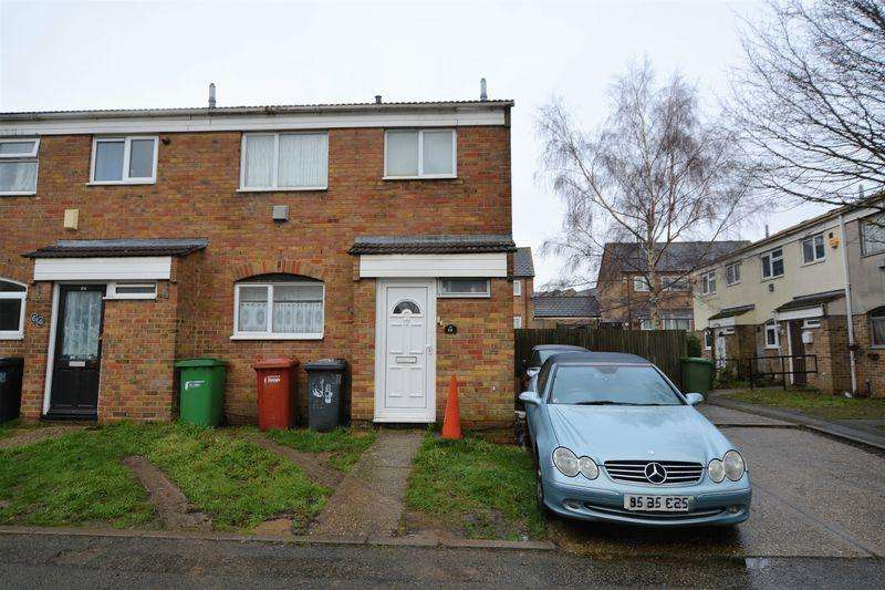 3 Bedrooms Semi Detached House for sale in Pennine Road, Slough