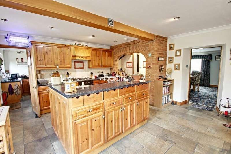 5 Bedrooms Detached House for sale in East Farm, Market Rasen