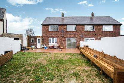 3 Bedrooms Semi Detached House for sale in Wellhouse Close, Luton, Bedfordshire