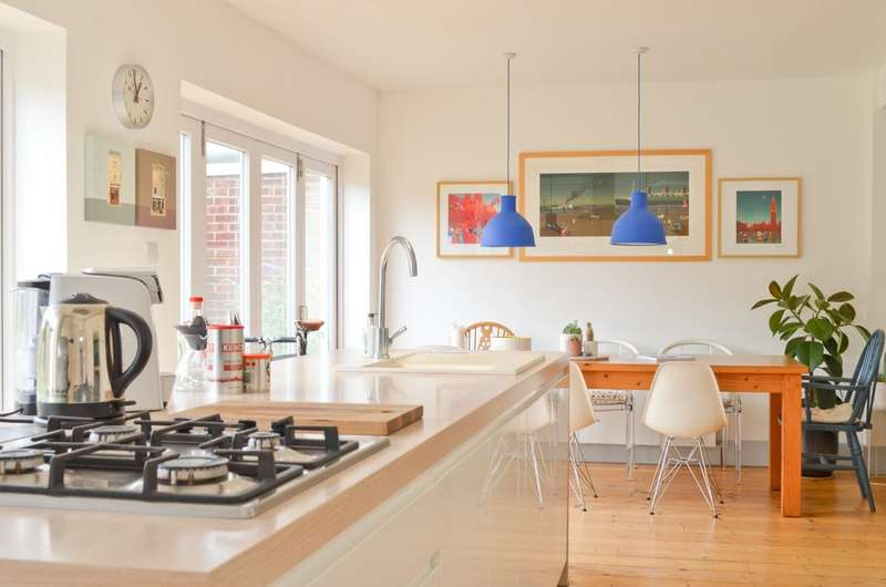 4 Bedrooms Detached House for sale in Yarmouth , Isle Of Wight