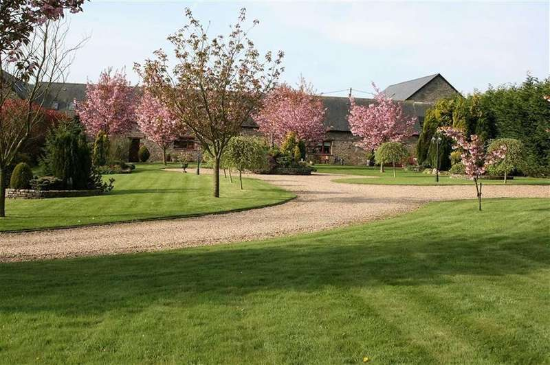 4 Bedrooms Detached House for sale in Usk, Monmouthshire
