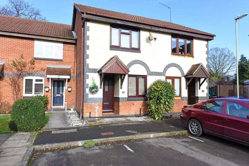 2 Bedrooms Terraced House for sale in Church View, Yateley