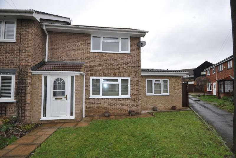 3 Bedrooms Semi Detached House for sale in Digby Walk, Hornchurch, Essex, RM12