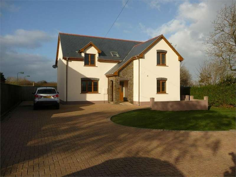 5 Bedrooms Detached House for sale in The Hawthorns, Panteg, Manorowen, Fishguard, Pembrokeshire