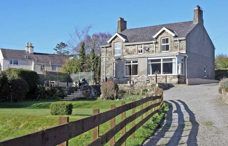 4 Bedrooms Detached House for sale in Lon Bachau, Llandegfan, North Wales