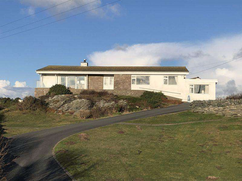 5 Bedrooms Detached Bungalow for sale in Trearddur Bay, Anglesey