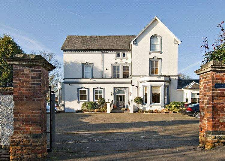 2 Bedrooms Flat for sale in Haddon House, Cavendish Crescent North, Nottingham, NG7