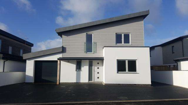5 Bedrooms Detached House for sale in Rock