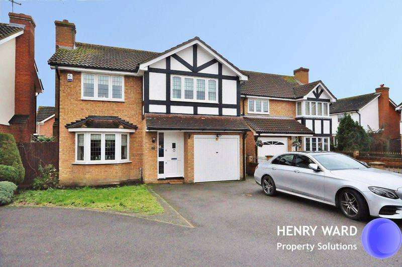 4 Bedrooms Detached House for sale in Kestrel Road, Waltham Abbey