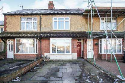 3 Bedrooms Terraced House for sale in Limbury Road, Luton, Bedfordshire, England