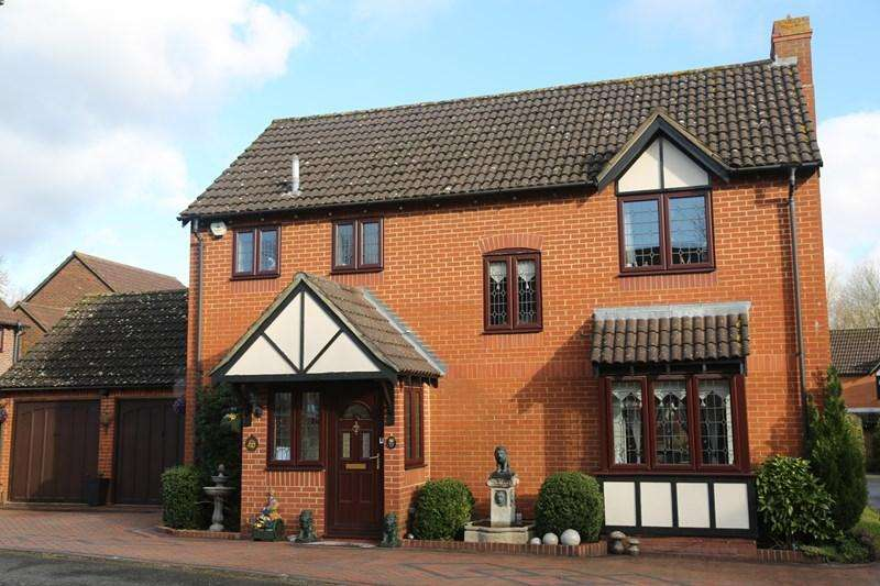 5 Bedrooms Detached House for sale in Shaw Close, Andover