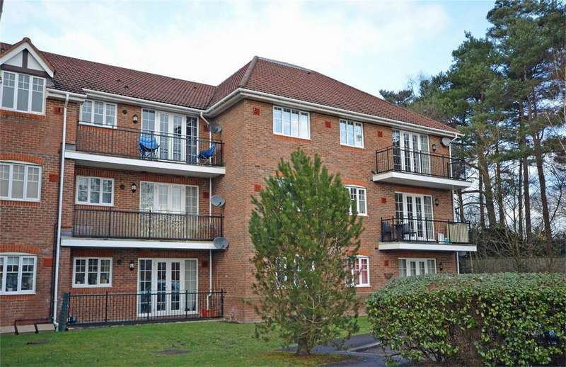 2 Bedrooms Flat for sale in Ramsdell Road, FLEET, Hampshire