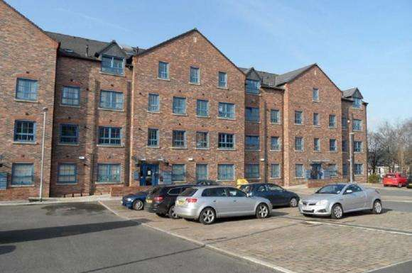 2 Bedrooms Flat for sale in Gladstone Mill, 36 Warrington Street, Stalybridge