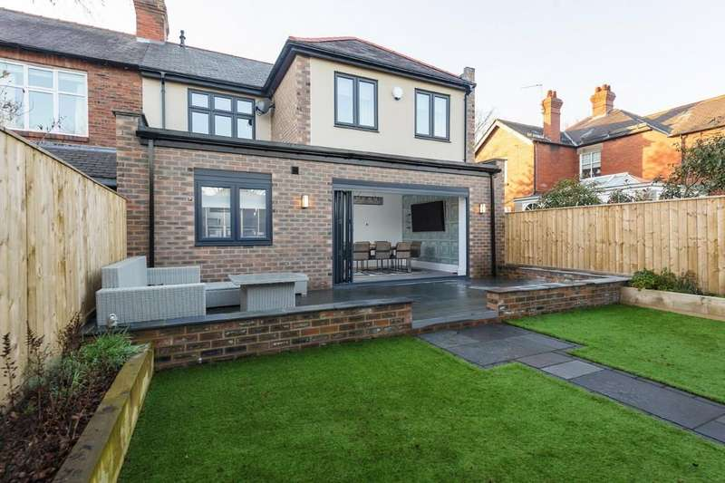 4 Bedrooms Semi Detached House for sale in Forest Avenue, Forest Hall