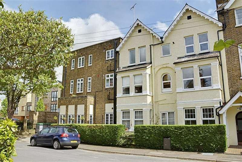 2 Bedrooms Flat for sale in St Johns Court, Hertford, SG14